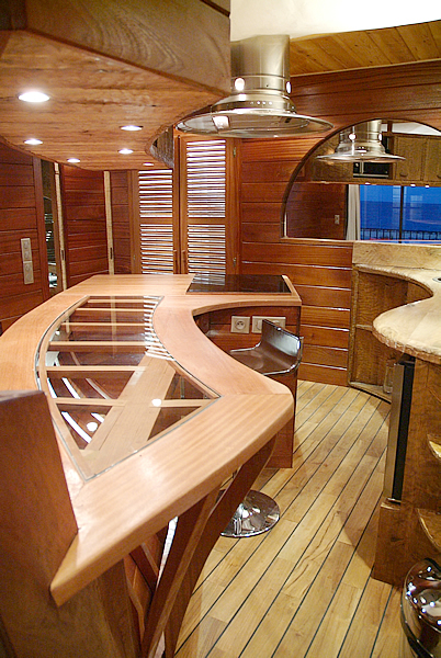Cuisine bois bateau - Habiter sur une peniche oui cest possible ...